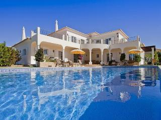4 bedroom Villa in Carvoeiro, Algarve, Portugal : ref 2249212