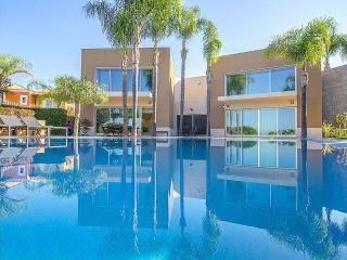 6 bedroom Villa in Vilamoura, Algarve, Portugal : ref 2249274