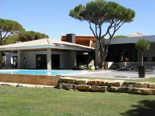 9 bedroom Villa in Vilamoura, Algarve, Portugal : ref 2249276