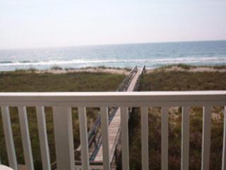 710 - Pet Friendly - 2 BR Oceanfront,, Carolina Beach