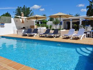 COZY VILLA CLOSE TO AMNESIA & PRIVILEGE, Ibiza Ciudad