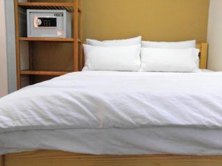 1 min MTR, clean & convinencent(1 bedroom)