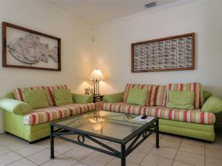 Quiet oasis condo, close to the beach!, South Padre Island