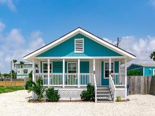 Charming 2BR Coastal Port Aransas Home, Minutes to Beach & Newly Renovated!