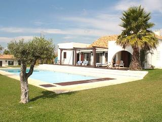 3 bedroom Villa with Pool and WiFi - 5238959