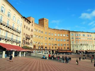 2 bedroom Apartment in Siena, Tuscany, Italy : ref 2266001