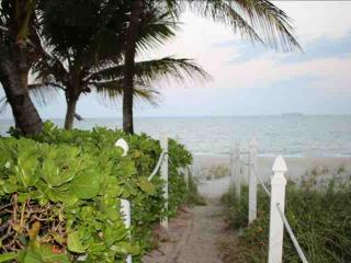 Beautiful Lauderdale By The Sea Condo Across the Street from Beach - Near Restaurants & Shopping, Lauderdale by the Sea