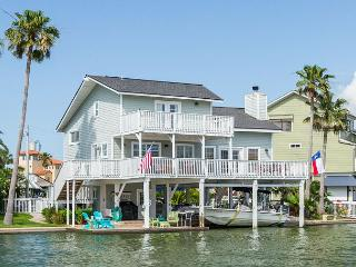 Sunny Jamaica Beach 3BR w/ Kayaks - Private Dock & Pool w/ Waterfall
