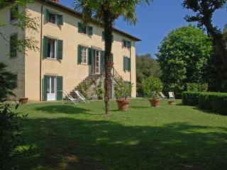 10 bedroom Villa in Lucca, Tuscany, Italy : ref 5476913