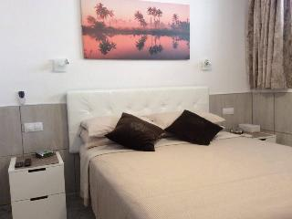Sunny Rooms 1 Bed Self Catering Apartment, Playa del Ingles