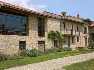 Villa in Trezzo Tinella, Piedmont, Italy