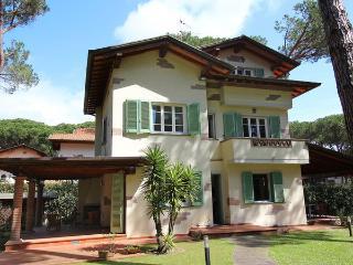 4 bedroom Villa in Pietrasanta, Tuscany, Italy : ref 2269506