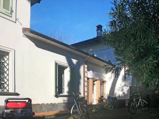 2 bedroom Villa in Forte dei Marmi, Tuscany, Italy : ref 5477452