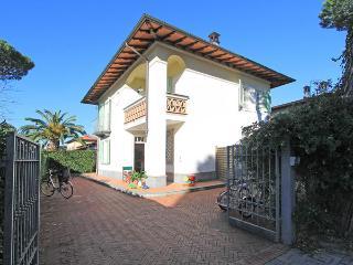 4 bedroom Villa in Forte Dei Marmi, Tuscany, Italy : ref 2269862