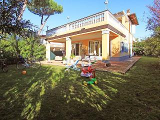 6 bedroom Villa in Forte dei Marmi, Tuscany, Italy : ref 5477627