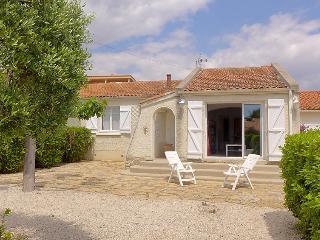 3 bedroom Villa in Les Lecques, Provence-Alpes-Côte d'Azur, France : ref 5051573