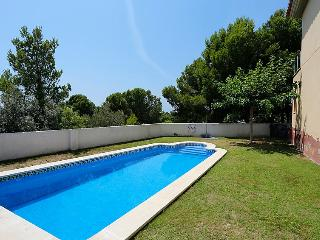 2 bedroom Villa with Pool and Walk to Beach & Shops - 5028181