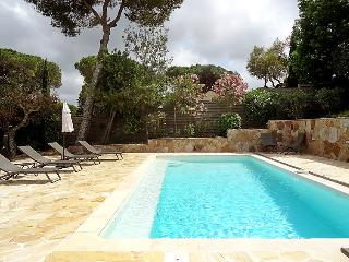 4 bedroom Villa in Saint Tropez, Cote d Azur, France : ref 2284792