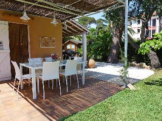 4 bedroom Villa in Saint Aygulf, Cote d Azur, France : ref 2285095