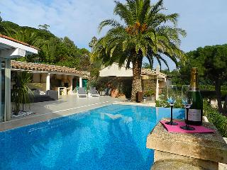 4 bedroom Villa in Saint Tropez, Cote d Azur, France : ref 2286661