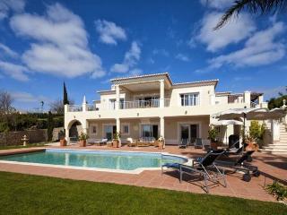 4 bedroom Villa in Praia da Luz, Algarve, Portugal : ref 2291328