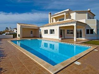 4 bedroom Villa in Carvoeiro, Algarve, Portugal : ref 2291343