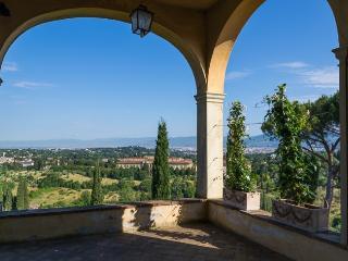Villa in Florence, Tuscany, Italy, Pari