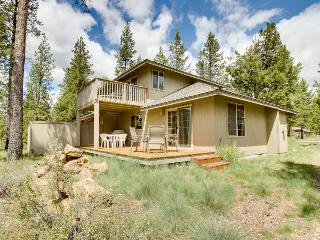 Comfortable Sunriver home w/ private hot tub and SHARC access