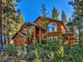 New and Comfortable Mountain Home with Hot Tub, Pool Table and Close to All, South Lake Tahoe