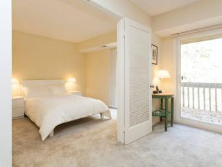 Cozy, large, newly decorated 1BD nr Stanford Unive, West Menlo Park