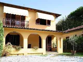 Villa in Forte dei Marmi, Versilia, Lunigiana and sourroundings, Italy, Forte Dei Marmi