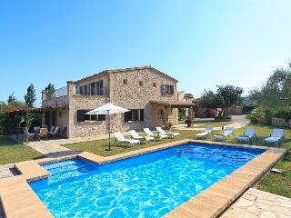 Catalunya Casas: Rustic Villa Petit Xica for 8 guests, close to sandy beaches of