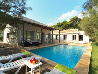 Beachside Villa Barca for 8 guests, only 100m to Mallorca's beaches!