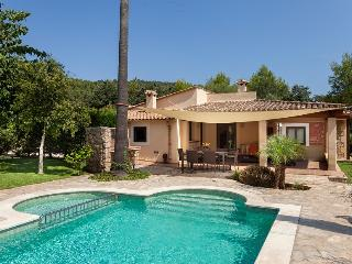 Gorgeous Villa Llenya for 4 guests, only a 15-min walk to the town of Pollensa!