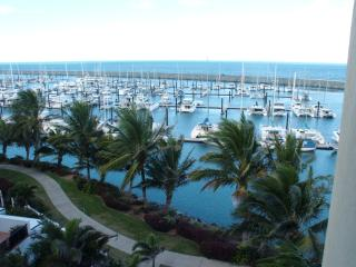 Luxury 3 bedroom Marina Waterfront Apartment, Mackay
