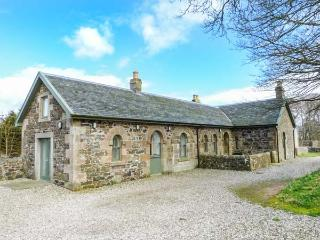 KENNELS, detached, en-suite, woodburning stove, pet-friendly, Rothesay, Ref 9285