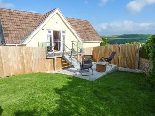 TREVIEW, upside down cottage, WiFi, pet-friendly, ideal for a couple, Launceston, Ref 937854
