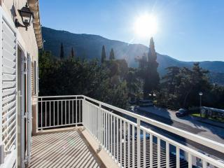 Villa Babilon - One-Bedroom Apt. with Balcony