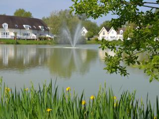 Lovely lakeside cottage in the Cotswold Waterparks