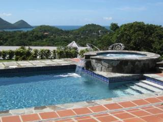 Calypso Court - Ideal for Couples and Families, Beautiful Pool and Beach