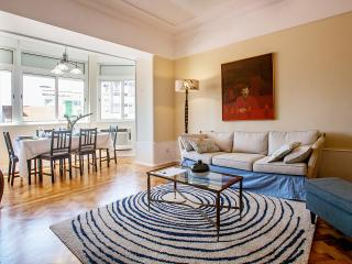 NEW: Romantic and Spacious apartment in Old Town, Lisbon