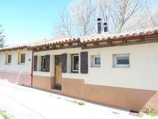 """CASA RURAL """"EL REFUGIO"""".Confortable,tranquila,rodeada de Naturaleza,junto al río, Vega del Codorno"""