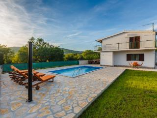 Holiday house Nina with pool quite & peaceful area, Prgomet