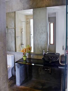 private bathroom room 3 bathroom... with direct access to the solarium and pool area...