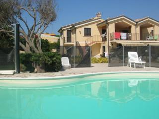 Appartamenti in villa con piscina fronte spiaggia, Pachino