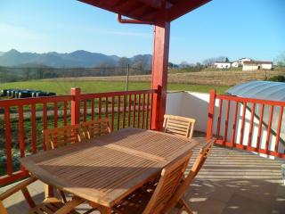Appartement avec terrasse (gite etxexuriko borda )