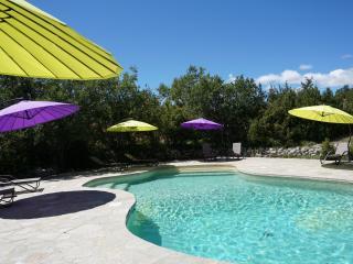 Haute Provence, La Buisse gîte Lubéron 8p, piscine chauffée, tennis, spa, sauna