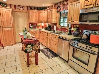 Full kitchen with all you need to cook like a pro