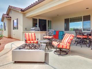 Outstanding family rental w/spacious patio, community pool, clubhouse & hot tub!, Santa Clara