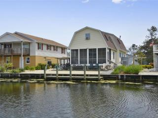 Excellent location South Bethany home. Close to the beach!